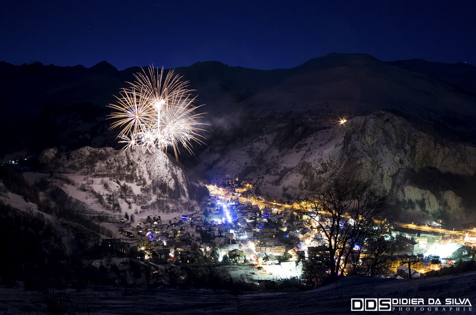 Feu d'artifice sur la vallee - Valloire - France.jpg