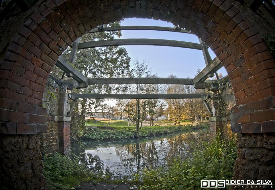 L'arche de la Bievres - France.jpg