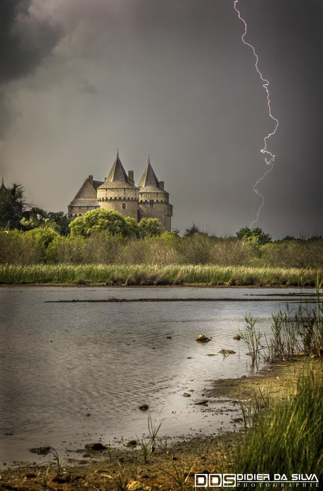 Orages sur le chateau de Suscinio - Morbihan - France.jpg