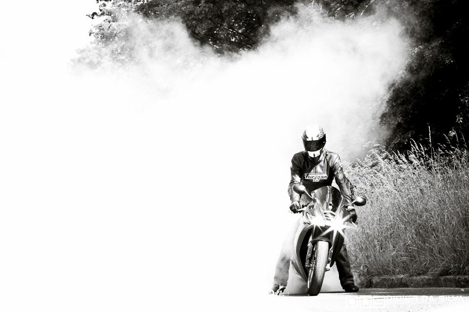 Burnout Triumph Daytona 675 Stéphane 03.jpg
