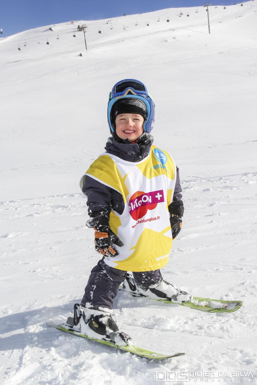 Enfant à l'école du ski
