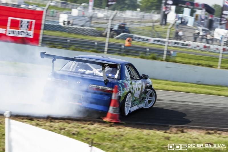 Mike Kauffmann et sa Nissan PS13 très proche du cône