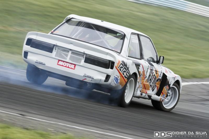 Nicolas Delorme dans sa BMW E30