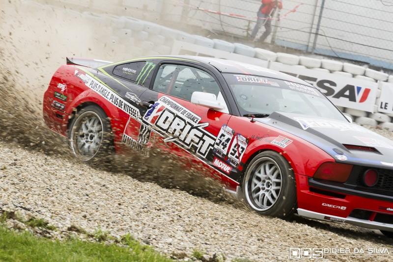 Franck Montagny qui sort un peu large avec la Ford Mustang du Championnat de France de Drift
