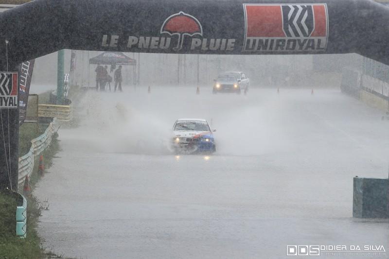 Fabrice Cochet et sa BMW E36 en plein aqua-planing