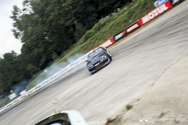 Julien Prévost et sa Nissan 200Sx S14A qui entre dans l'épingle