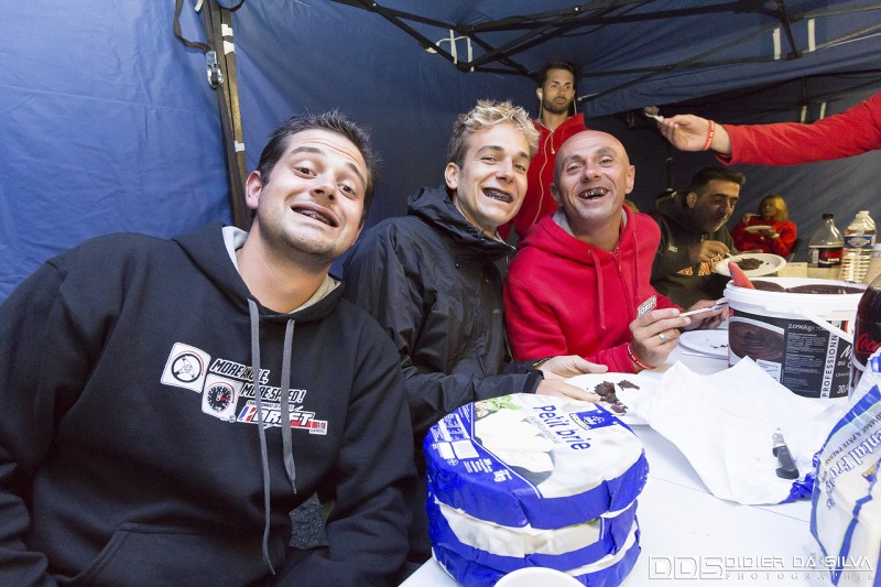 Vincent Givert Matt Powers Jerome Vassia qui goutent aux plaisirs de la mousse au chocolat