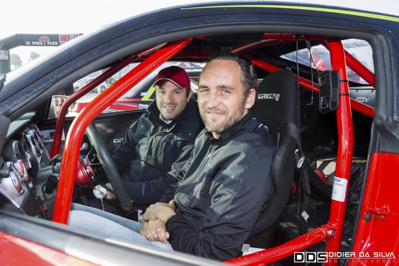 Franck Montagny et Julien Fébreau présentateurs de la formule 1 sur canal plus dans la ford mustang uniroyal du championnat de france de drift 2014
